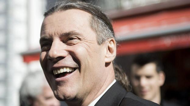 Oskar Freysinger konnte seinen Erfolg am Wahlsonntag kaum fassen.