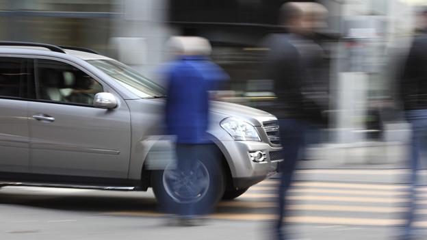 Die SP des Kantons Bern will, dass die Autofahrer die Kosten für den Strassenbau selber bezahlen.