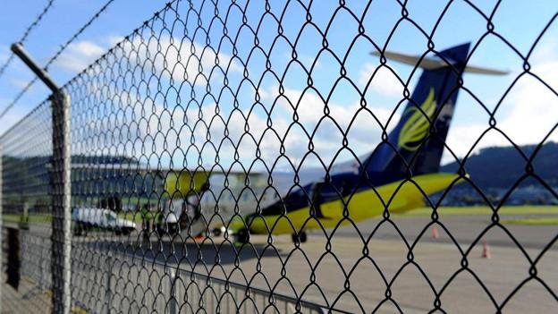 Die Fluggesellschaft Skywork spart und legt eine Übernahme der Flughafenbetreiberin Alpar auf Eis.