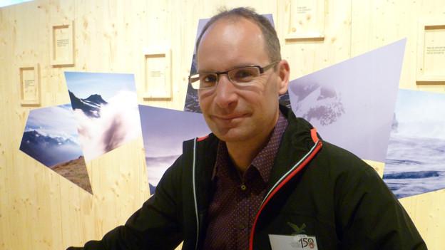 Jerun Vils, neuer Geschäftsführer des SAC in der SAC-Ausstellung im Alpinen Museum in Bern.
