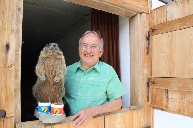 Der Frutiger Andreas Schmid und sein ausgestopfter tierischer Freund