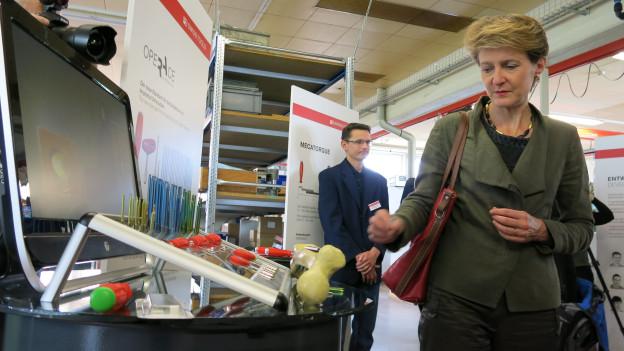 Bundesrätin Simonetta Sommaruga zu Besuch bei PB Swiss Tool in Wasen