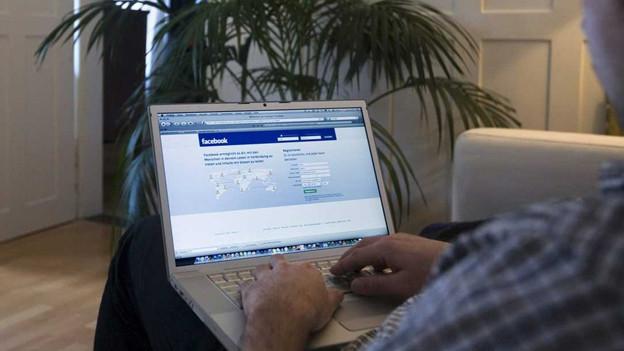 Über Facebook trat der Täter mit den Opfern in Kontakt.