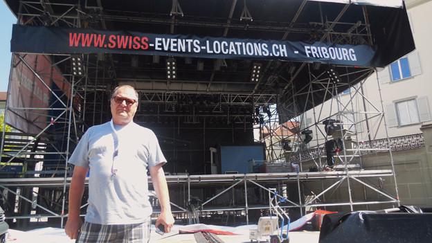 Jean-Claude Henguely vor der Jazz-Bühne.