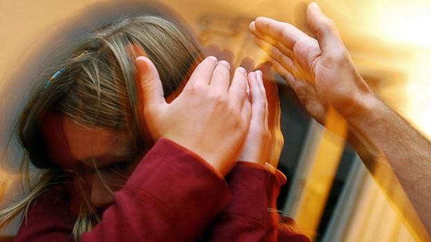Geht es um häusliche Gewalt, gehen die Kinder oft vergessen.