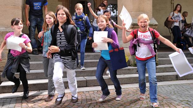 Schulkinder geniessen heute vielerorts den ersten richtigen Ferientag.