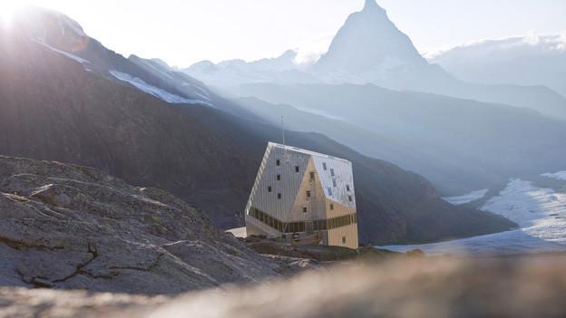 Die Monte-Rosa-Hütte bei Zzermatt im Wallis.