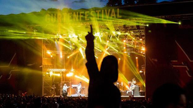 Friede, Freude und bezahlen mit richtigem Geld. Das bargeldlose Bezahlen am Gurtenfestival funktioniert nur teilweise.