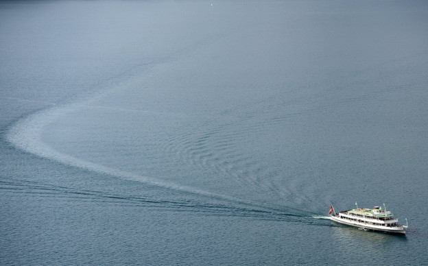 Segelboot kollidiert mit Kursschiff auf dem Thunersee.