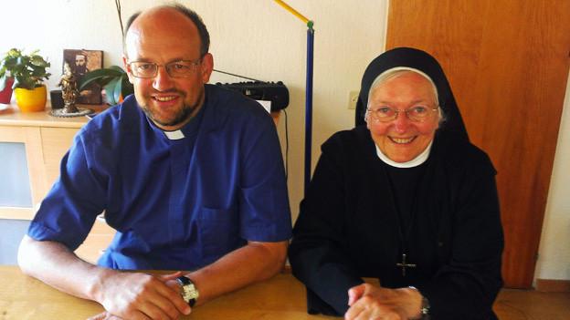 Dorfpfarrer Edi Arnold und Schwester Pirmine wollen für die Festivalbesucher beten