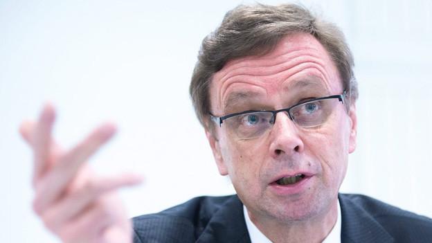 Regierungsrat Hans-Jürg Käser verteidigt seinen Sparvorschlag.