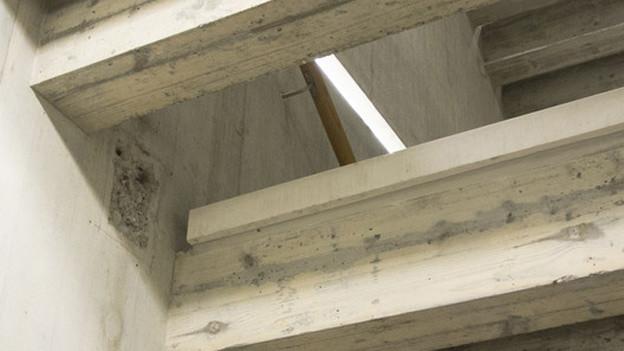 Insel-Treppenhaus wegen abgebrochener Stufe gesperrt