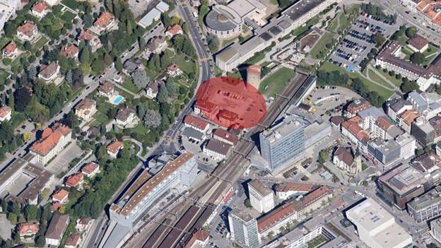 Die Parzelle des Neubaus zwischen Uni Miséricorde (oben) und Bahnhof (unten).