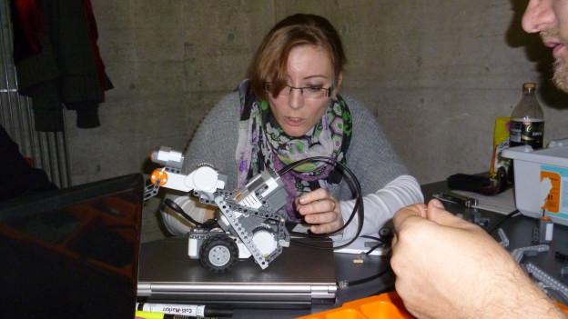 Volle Konzentration der Roboter-TüftlerInnen in Freiburg