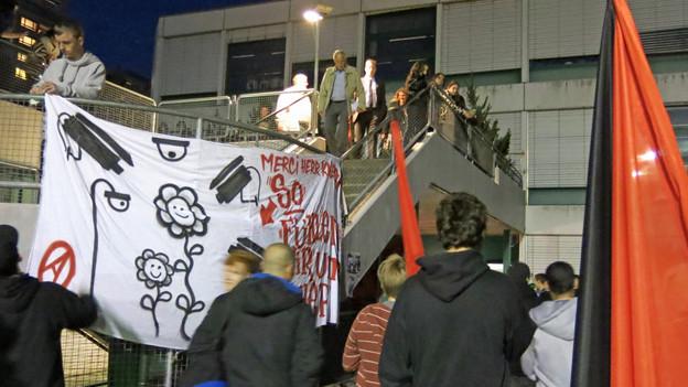 Demonstration vor der Gemeindeversammlung in Wohlen.