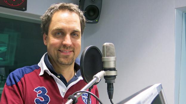 Bernhard Emch im Berner Radiostudio.
