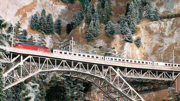 Das Modell der BLS-Bergstrecke ist riesig: Es nimmt insgesamt 450m2 in Anspruch.