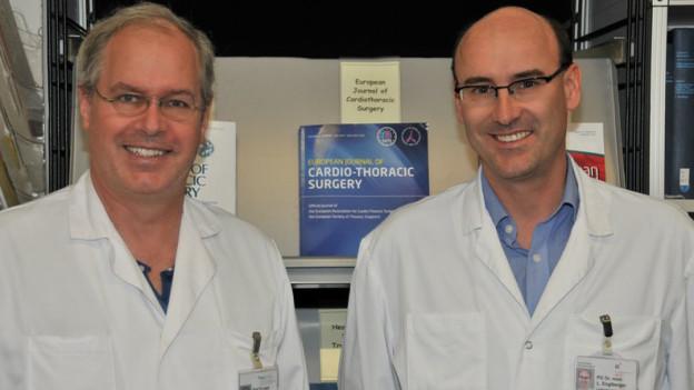 Klinikleiter am Inselspital Thierry Carrel (links) und sein Leitender Arzt Lars Englberger.