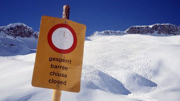 Viele Leute gehen in den Bergen ein hohes Risiko ein.