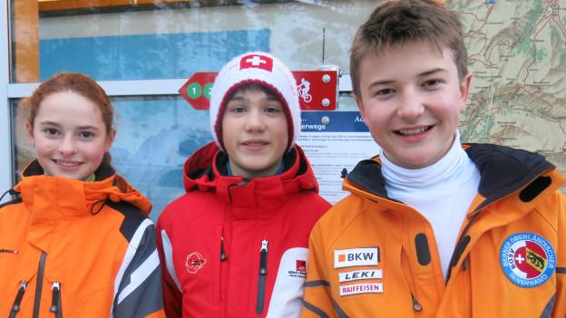 Adelbodner Skinachwuchs: Valérie Käch (12), Kevin Oester (12) und BjörnStoller (13)