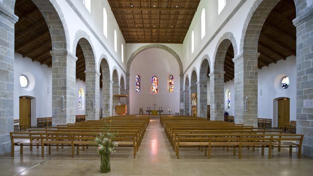 Pfarrstellen auf dem Land soll es treffen – hier die Kirche in Moutier.