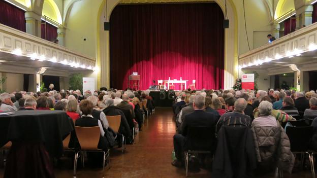 Der volle Saal, Blick auf die Bühne.