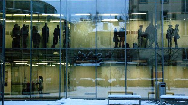 Fassade der GIBB in Bern.