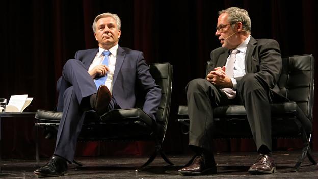 Klaus Wowereit (links) und Alexander Tschäppät im Gespräch.