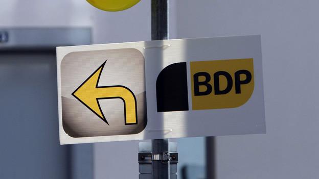 Wegweiser mit BDP-Plakat