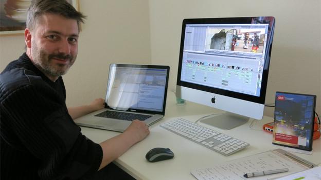 Georg Häsler schneidet den letzten Beitrag aus Ostermundigen fürs Fernsehen.