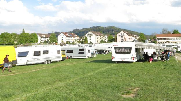 Fahrende Jenische harren auf der Kleinen Allmend in Bern aus