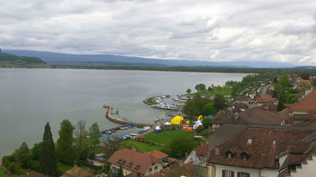 Bewölkt, aber trocken: Webcam der Stadt Murten am späteren Sonntagnachmittag.