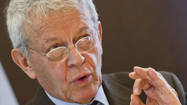 Charles Kleiber hat seinen Rücktritt eingereicht.