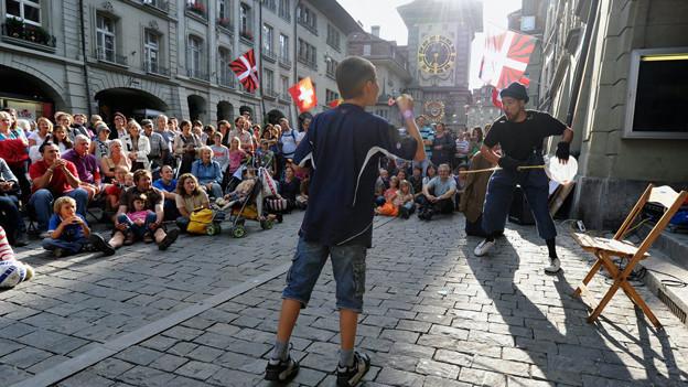 Viel Publikum aus der Region Bern am jährlichen Buskers - neu zahlen die Gemeinden um Bern auch an das Festival.