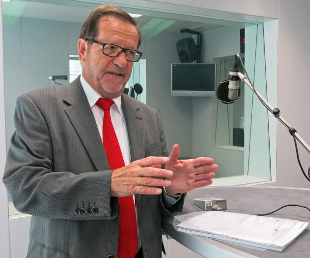Walter Fust beim Gespräch im Regionaljournal-Studio.