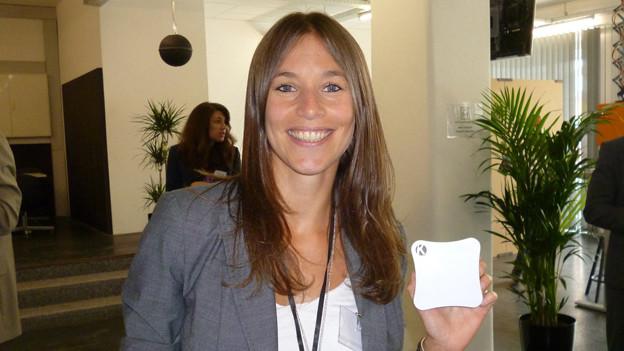 Carole Putallaz mit dem Infosystem ihrer Firma Konduko - eine der ersten Startup-Firmen im neuen Bieler InnoCampus.