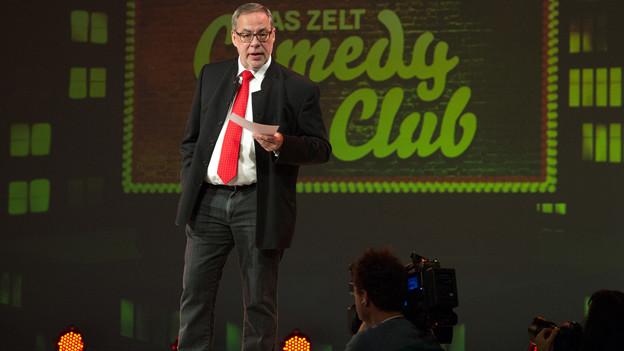 Stadtpräsident Alexander Tschäppät bei seinem Comedy-Auftritt.