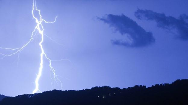 In der Nacht auf Montag fegte ein Gewittersturm über die Schweiz.