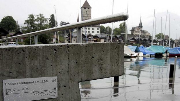 Der Thunersee ist erneut auf einem Höchststand angelangt.