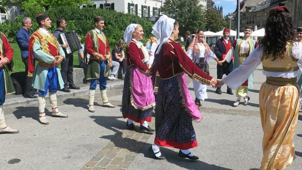 Folkloregruppe aus Montenegro in Freiburg.