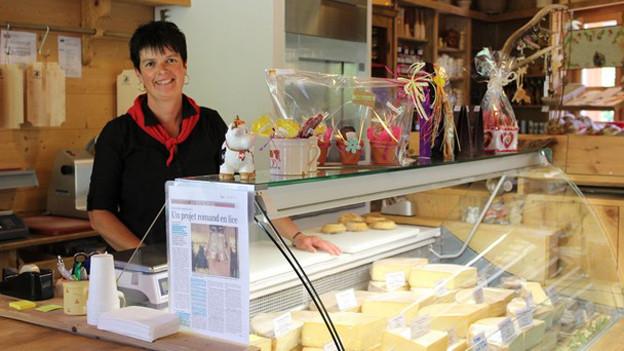 Die Verkäuferin Marie-France Ecoeur lässt die Kunden gerne probieren.