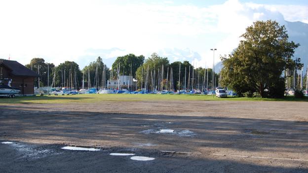 Parkplatz mit Seeanstoss: die Thuner Lachenmatte.
