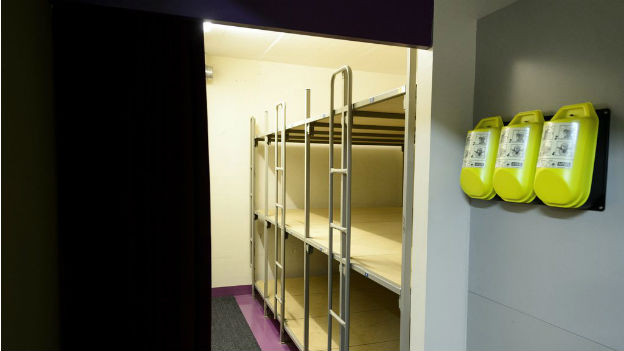 Symbolbild Zivilschutzanlage, Raum mit Kajütenbetten.