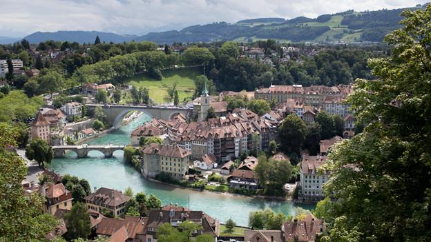 usländerinnen und Ausländer sollen künftig einfacher an das Berner Stadtparlament gelangen können.