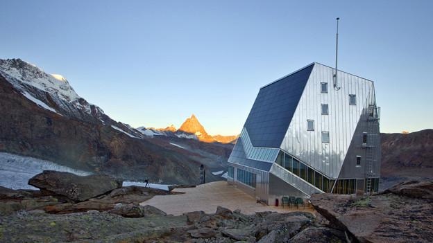 Die Monte-Rosa-Hütte oberhalb von Zermatt.
