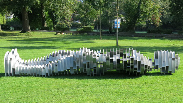 Eine Skulptur der Ausstellung: «vom Sockel» von Hans Thomann.