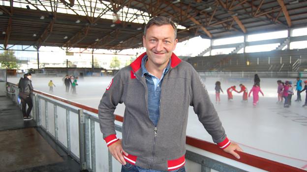 Alex Reymondin, Vizepräsident und Sportchef des EHC Thun in der halboffenen Grabengut-Eishalle in Thun.