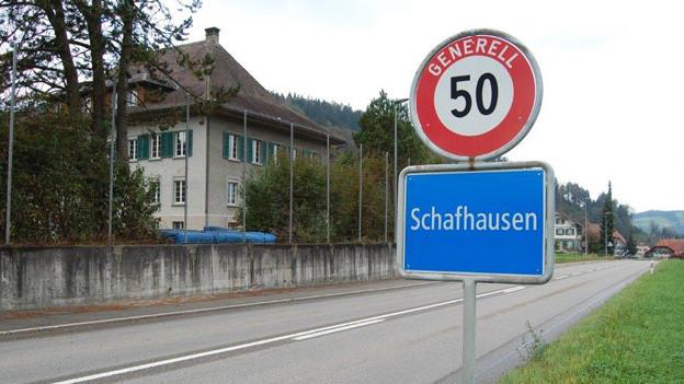 Das Schulhaus in Schafhausen im Eemmental.