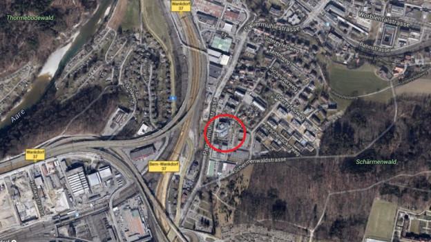 Die Zivilschutzanlage befindet sich an der Papiermühlestrasse 130 a zwischen Ittigen und Bern.