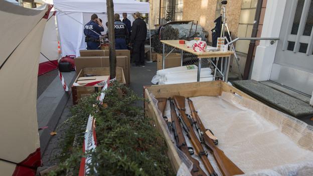 In Unterseen wurden hunderte Waffen in einem Haus gefunden